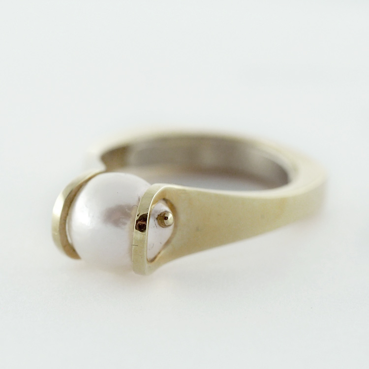 reg.RT: $1,170/ LT-Promotion: $819<br>14K Yellow Gold, <br>Cultured Pearl Tension