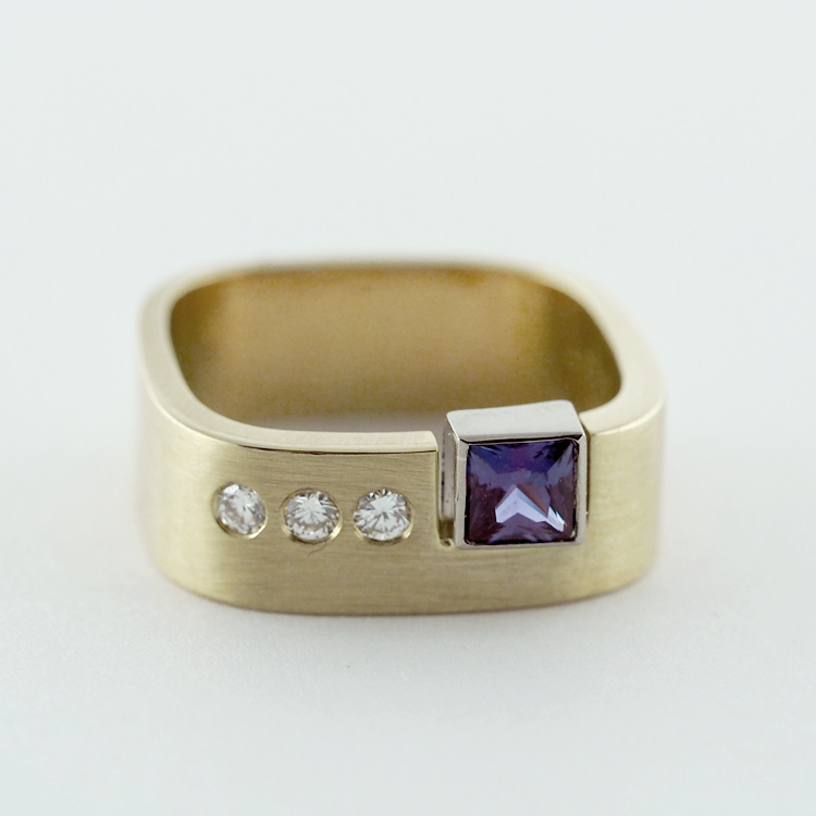 SOLD<Br>18K Yellow Gold, <br>Chatham Alexandrite, <br>3 Brilliant Diamonds