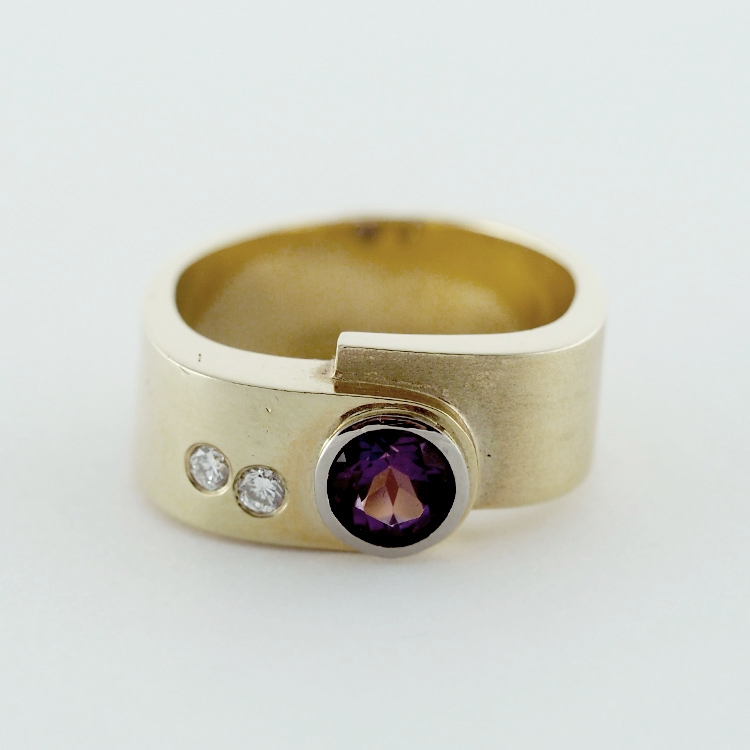 reg.RT:$2,798/ LT-Promotion: $2099<Br>14K Yellow Gold, <br>Round Amethyst,<br> 2 Brilliant Cut<br> Diamonds