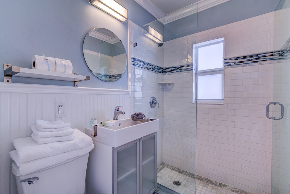Beachside Suite Bathroom.jpg