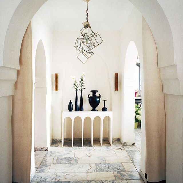 Delicate yet daring, Hip Hop @hervevanderstraeten's sculptural light, brings all of the drama in his Tangier entrance. #designinspiration #hervevanderstraeten #interiorinspiration . . . . . #hervevanderstraeten #interiors #interiordesign #tangier #nyc #photooftheday #designlovers #contemporaryinteriors #interior #inspiring #designinspiration #ralphpucci #morocco #moroccandecor #morocco #vogue