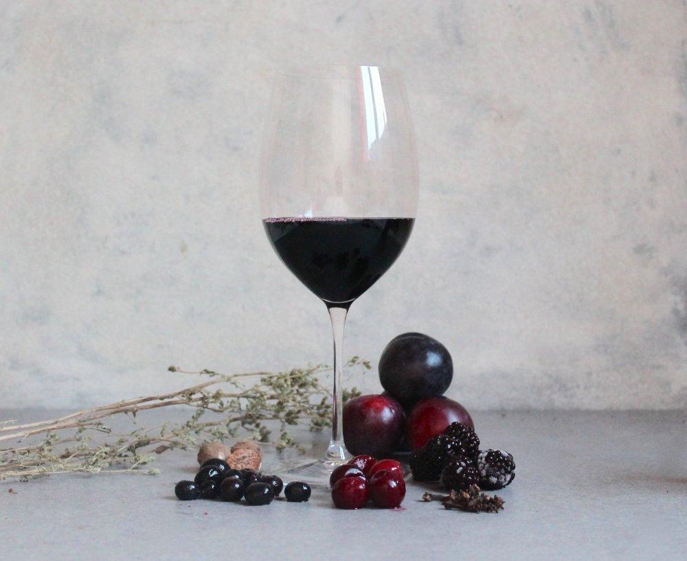 Key flavours: Cherry, Plum, Blackberry, Blackcurrant, Oregano, Nutmeg, Clove