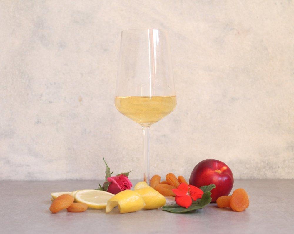 Key flavours: Rose, Geranium, Pineapple, Nectarine, Apricot, Lemon, Lemon Zest