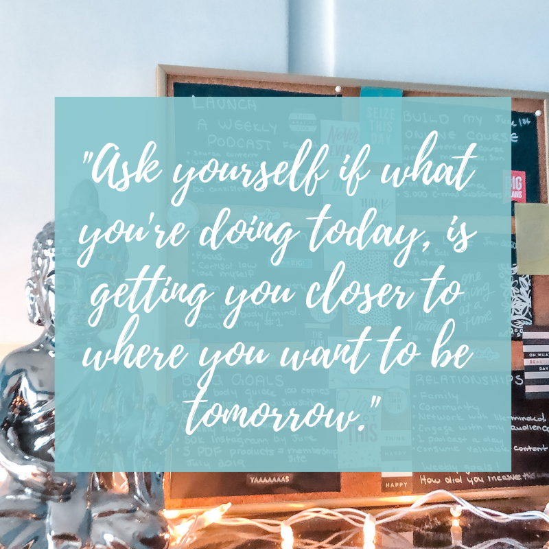 How to create a vision board for your goals & dream life