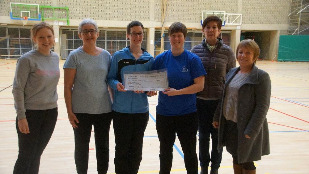 Onze Gym-for-life heeft dankzij de inzet van trainers, gymnasten en vele medewerkers 712,27 euro opgebracht ten voordele van vzw de boomhut.