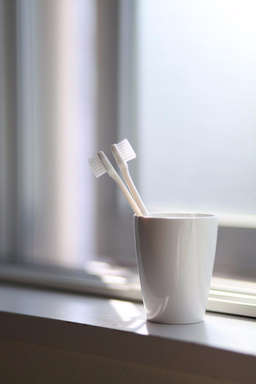 bathroom-brushes-dental-65055.jpg