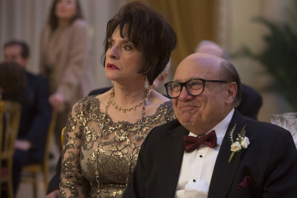 Danny Devito lends an automatic authenticity to his roles, except for when he has to pretend Robert De Niro is hilarious. Then he's as lost as anyone else.