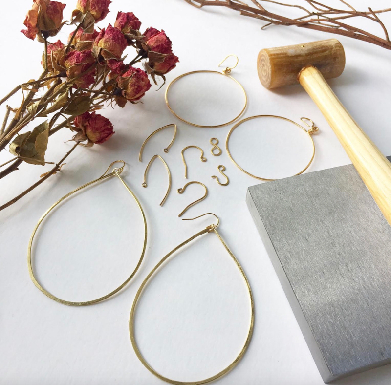 - This intro class will teach you about wire properties, wire tools, and many other basic principles of wire jewelry! Click here to register online. Call us at 512-963-2323 to register by phone.