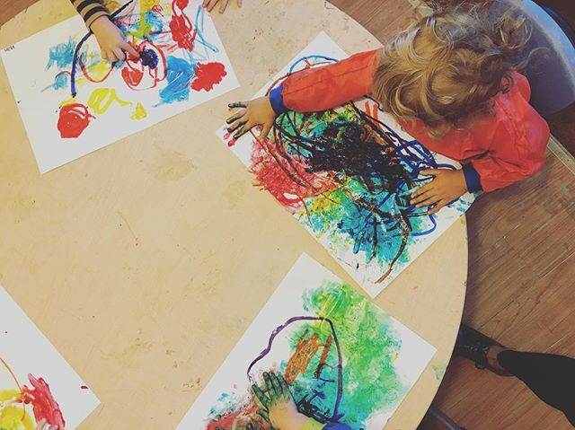 colorful and wild! #earlyart #education #oilpastels #fingerpaints #bigmovements #littlehands