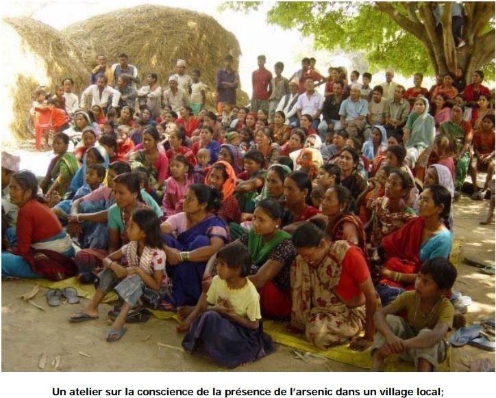 Un atelier sur la conscience de la présence de l'arsenic dans un village local