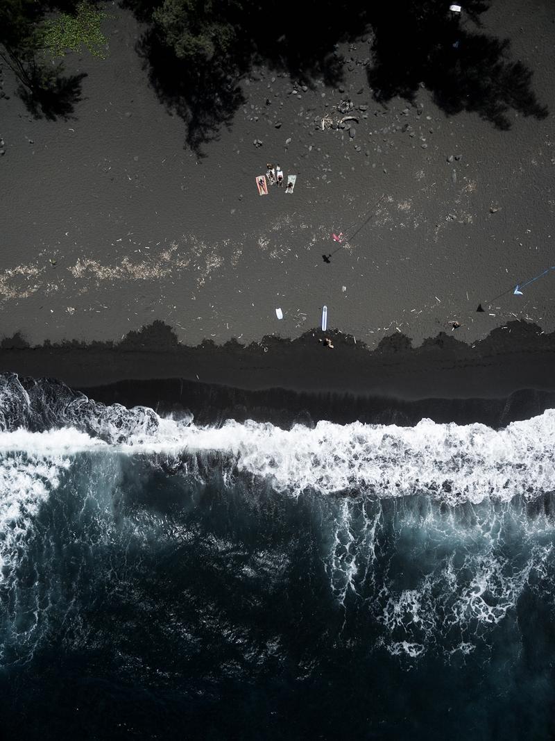 Black-san-beach-kites-portrait.jpg