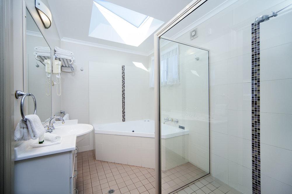 Oceanfront Deluxe, Chalet 7 bathroom.jpg