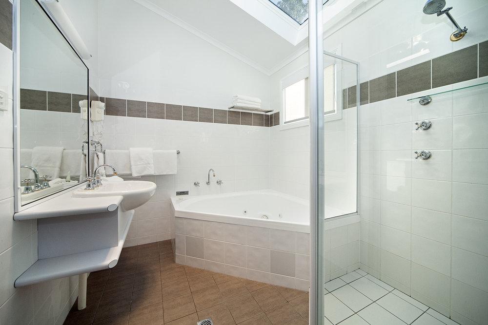 Oceanfront Deluxe, Chalet 17 bathroom.jpg