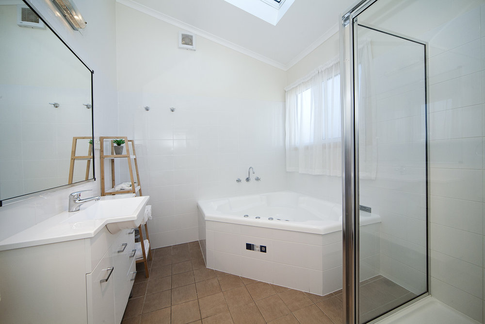 Headland, Chalet 15 bathroom.jpg