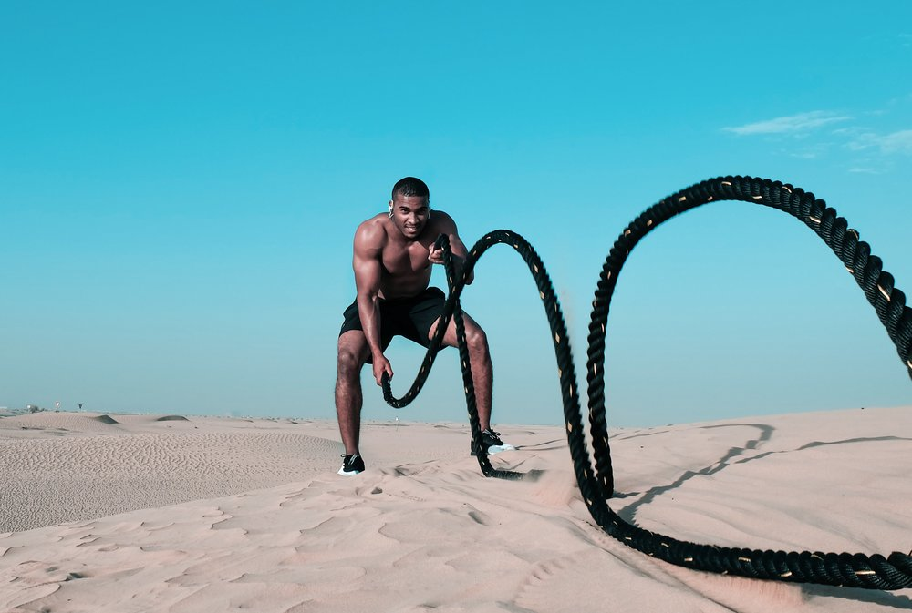 bodybuilder-bodybuilding-desert-1346303.jpg