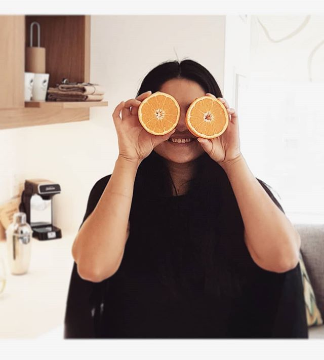 check out them oranges 🍊 . . . #orange #fun #darling #slice #thatsdarling #thatdarlingweekend #yyc #staycation #hotel #fun #girlsnight Thanks @fortwoplz for the shot. Miss you.