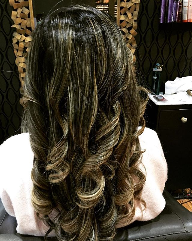 Want to feel special? Come to our salon and get pampered!!💕 Blowouts starting from $36.67 when you bundle the deal!!🎉 hair by Deatrice #bounceblowbar #bounceblowdrybar #bouncebabes