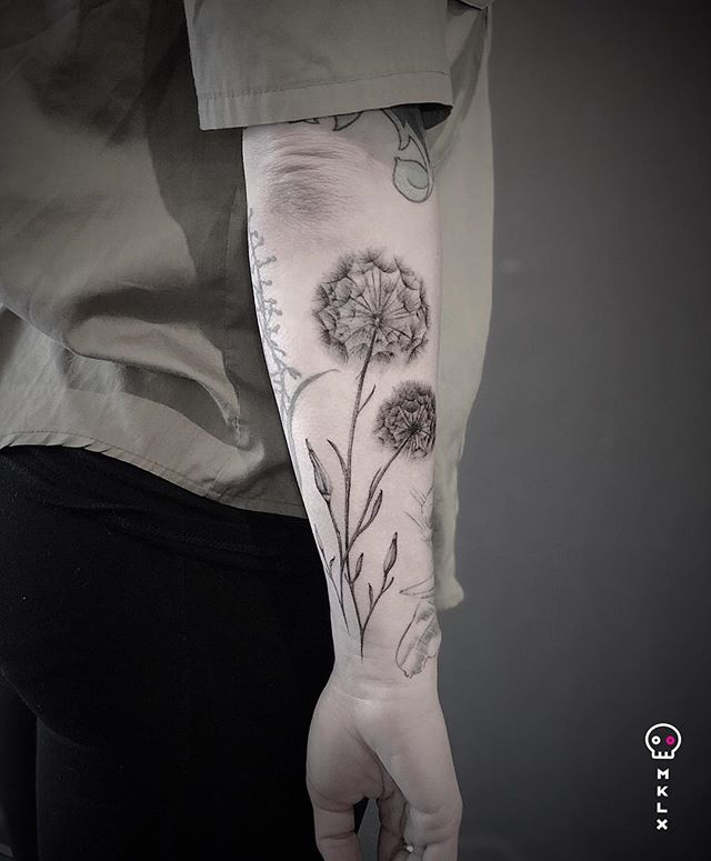 Dandelions for Kim ⋅ ☞ @undrgrnd.sf ⋅ ⋅ ⋅ ⋅ ⋅ ⋅ #dandeliontattoo #mklx #undrgrndsf #queertattooartist #tattoo #minimaltattoo #lineworktattoo #fineline #QTTR  #bayareatattoo #sanfranciscotattooartist