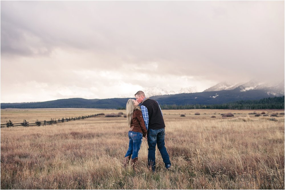 Stanley-Lake-Engagement-portraits-Maija-Karin-Photography_0018.jpg