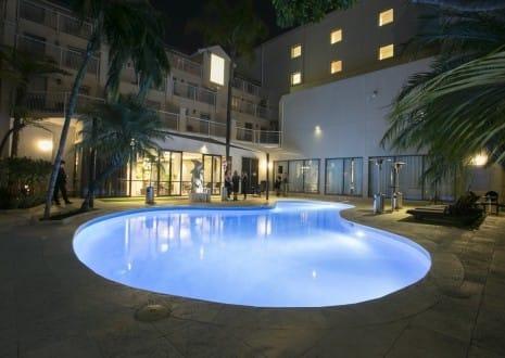 rydges-esplanade-hotel-fremantle-by-rydges-dolphin-pool-hr-465x330.jpg