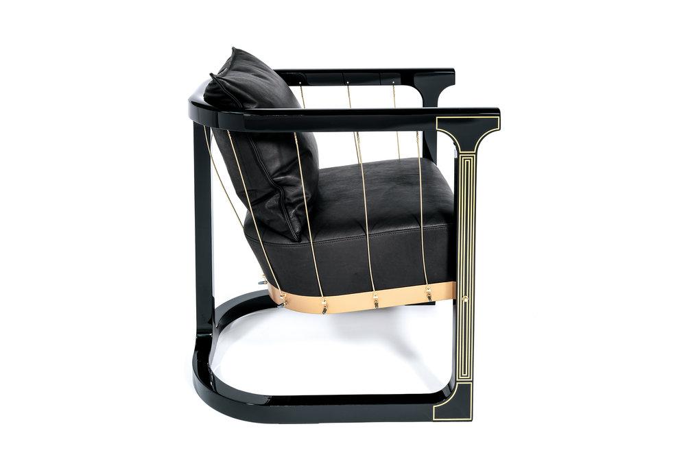 Grand_armchair_Glen_Baghurst_Felix_Lenz.jpg