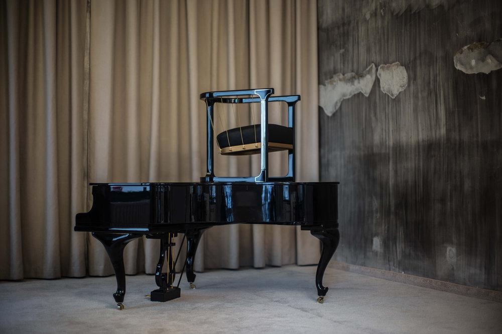 Grand_armchair_Glen_Baghurst_Felix_Lenz 7.jpg