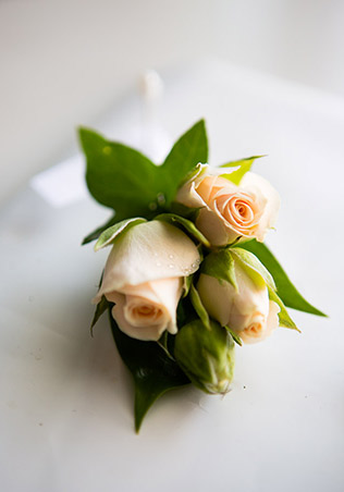 cream-spray-rose-buttonhole-wedding-groom.jpg