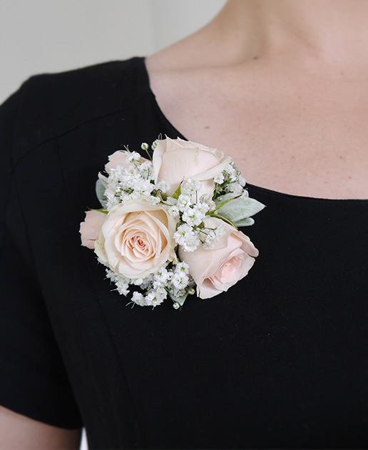 cream-rose-babys-breath-corsage-wedding-flowers-auckland.jpg