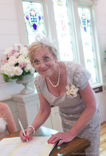 mother-corsage-roses-auckland-wedding-flowers.jpg