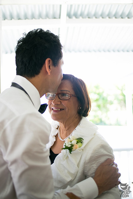 cream-corsage-mother-auckland-wedding-flowers.jpg