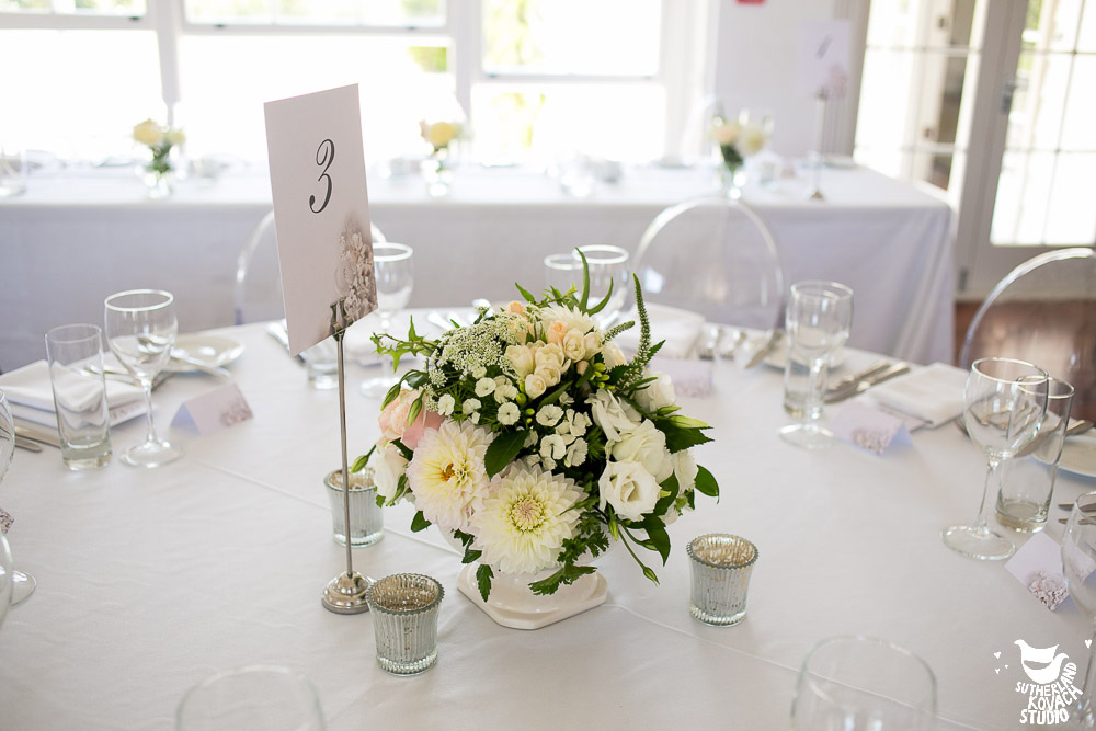 cream-centrepiece-wedding-table-flowers-auckland.jpg