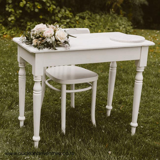 signing-table-flowers-auckland-wedding