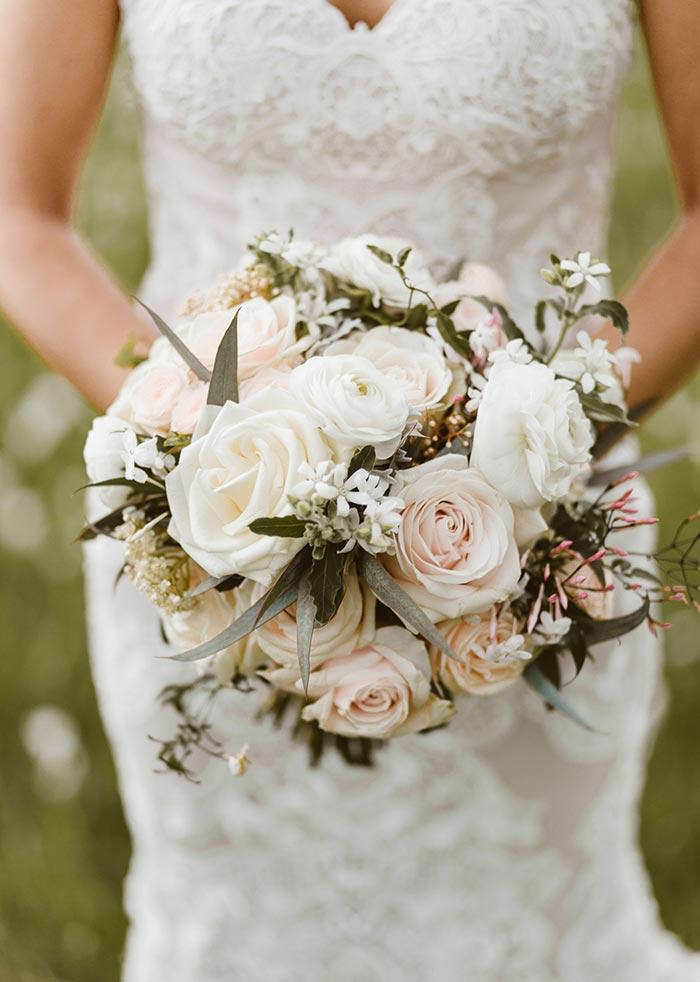 cream-rose-bouquet-wedding-flowers-auckland.jpg