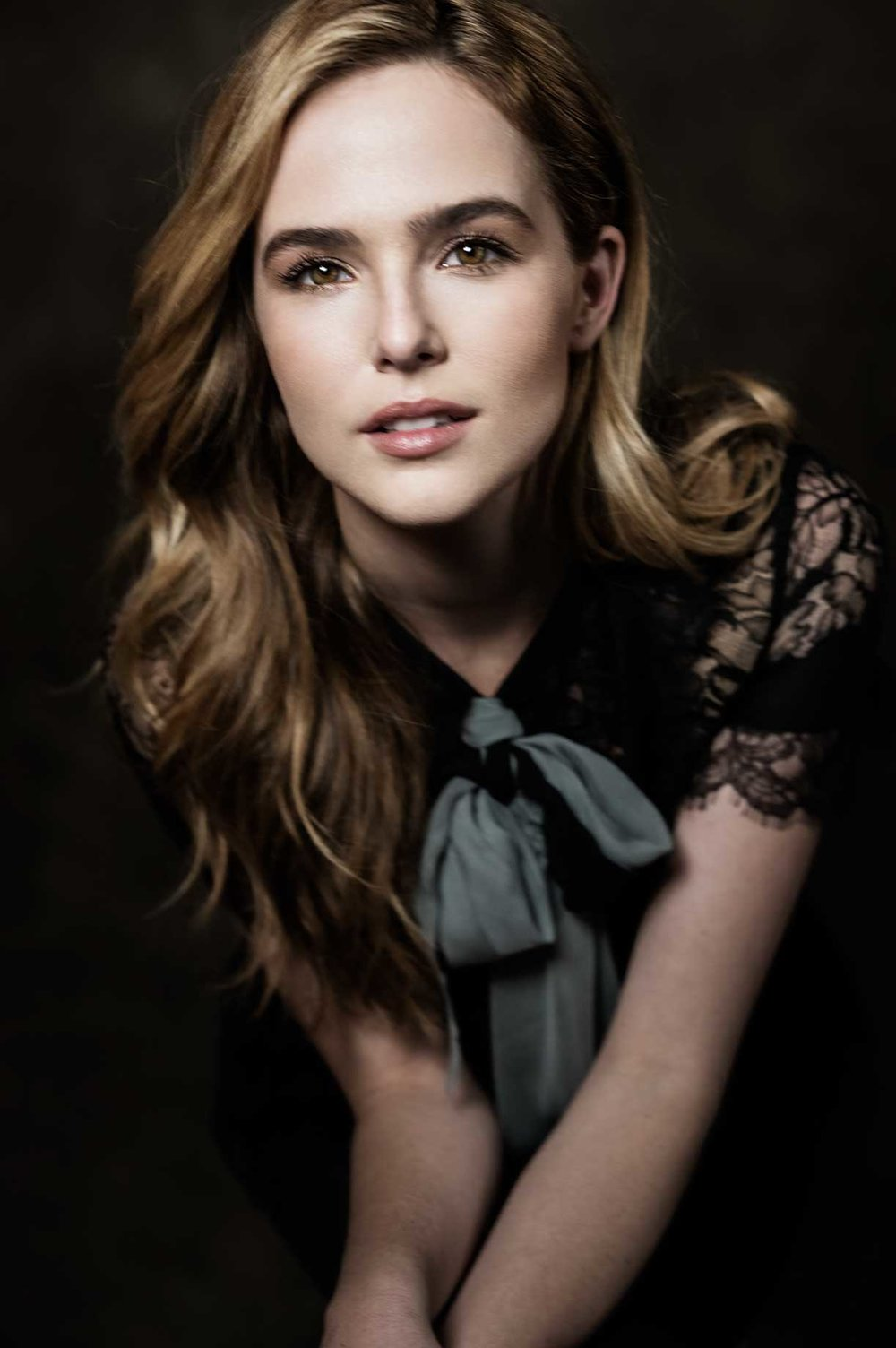 Zoey-Deutch---Vincent-n-Roxxy-00236-1.jpg
