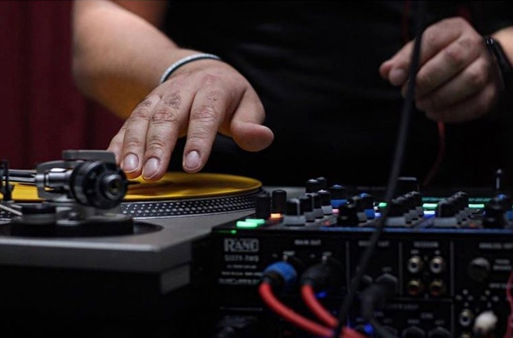 #trapmusic  #dj  #maddecent  #djproducer  #musiclover  #musicismylife  #housemusic  #chicago  #technics  #scratching  #tables  #canon  #instapics  #canonphotography  #jayilla