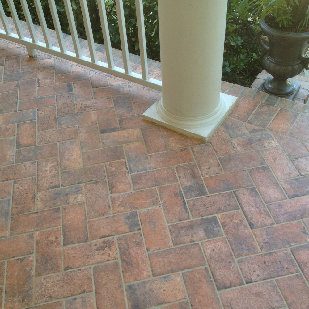 Charmant Herringbone Brick Tile Porch 2