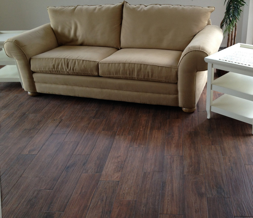 wood-porcelain-tile-in-living-rooms-4.jpg