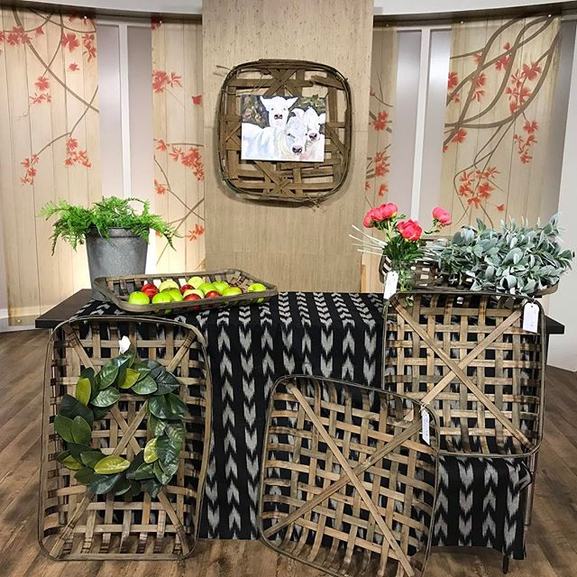 Watch @studio5ksl to find out all about #tobaccobasket !!! @melanieminer6 will be telling you all about them!  #studio5 #modernfarmhouse #magnoliawreath #shoptomarket