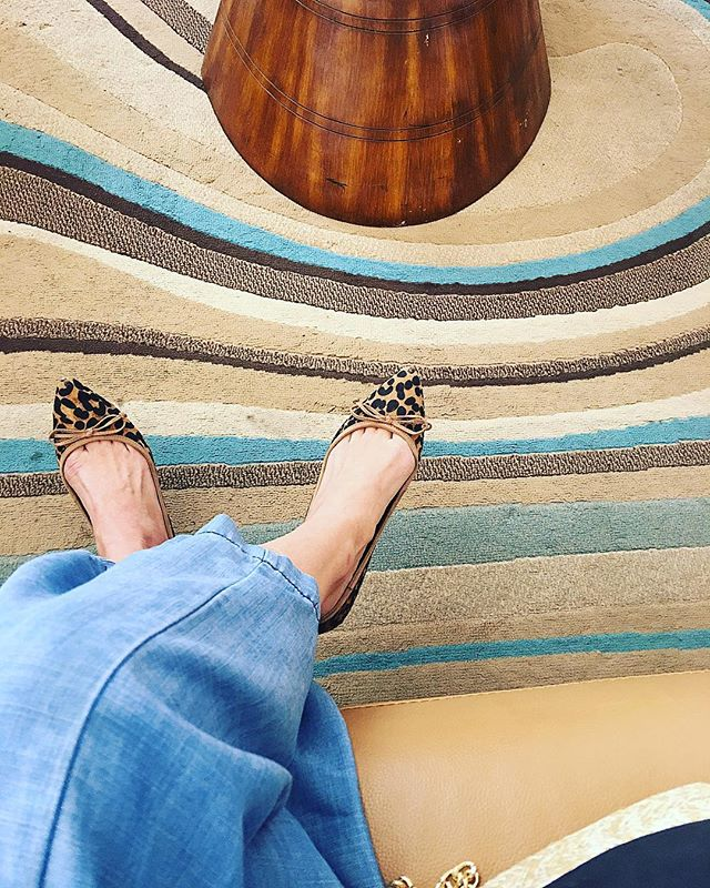 Blending in with my surroundings #shopkikinyc #kiki❤️#design #interiors #groovy #leopardprint #neutrals
