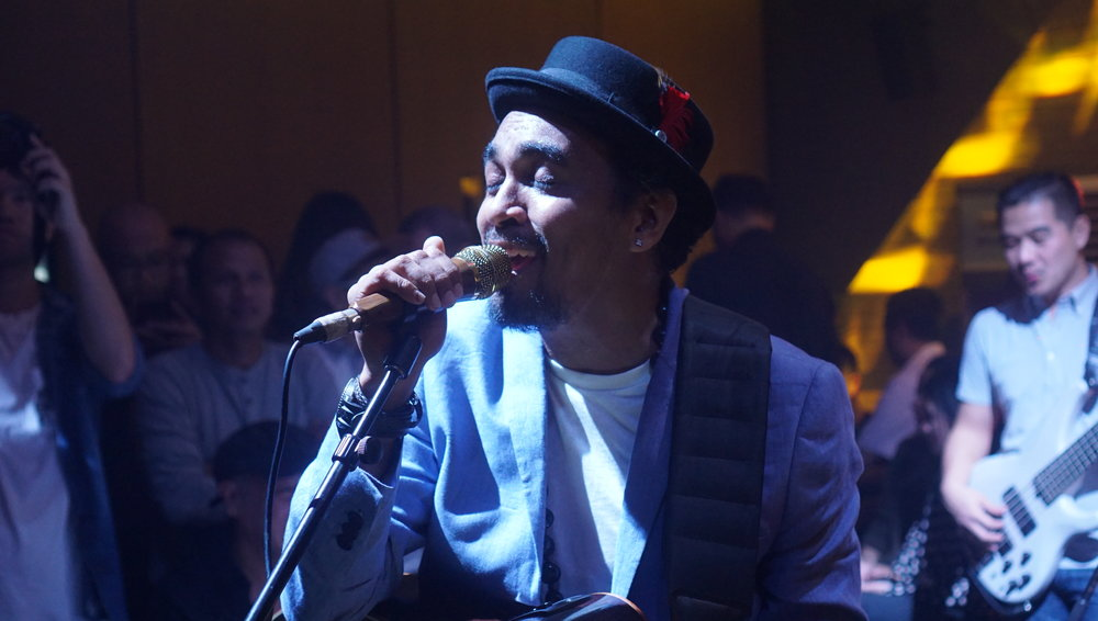 Glenn Fredly performance at Savoi Ultralounge