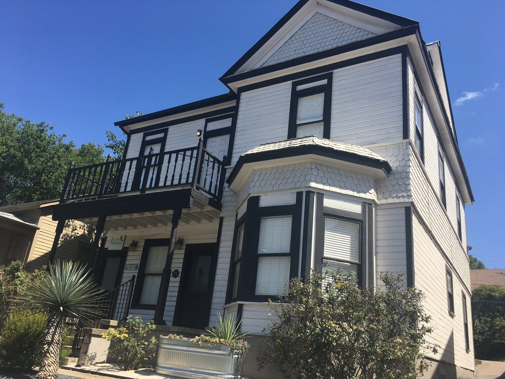 1306 E 7th For Lease