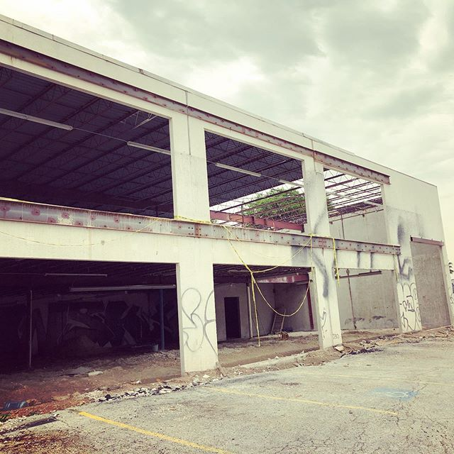 Have we told you lately how much we love #redevelopment?  Wether it is our own commercial properties or ones our clients bought... seeing a gutted building is pure #Joy.  Check out the @dc_architecture gut and #renovate on East 7th.  #construction #eastaustin #eastaustinbusiness #development #construction #design #owneroccupied #investment #growbusiness #growbusinessbuildwealth #aia #architecture #austinarchitecture #austinrealestate