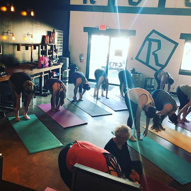 Yoga tomorrow morning at 10:45a with @jessshives 🧘🏻‍♀️🧘🏽‍♂️ Doors open at 10:30, open to all levels. Come get your stretch on and have a beer or two after! Class is $12 with discounted pints for participants after! #beerwell #yoga #supportlocal #rockwellbrewery