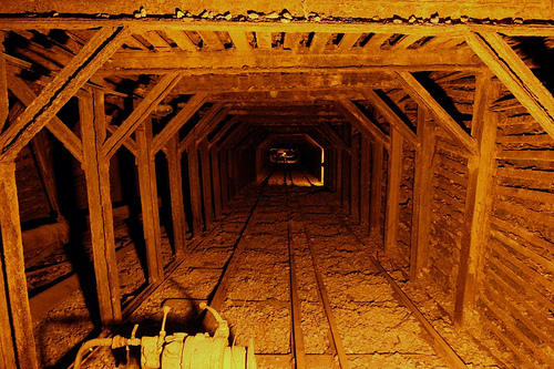 Empire_mine_shaft