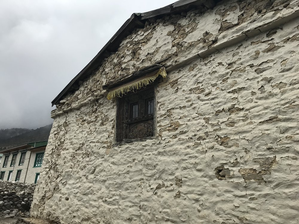 Gompa window in damaged flank wall (1)