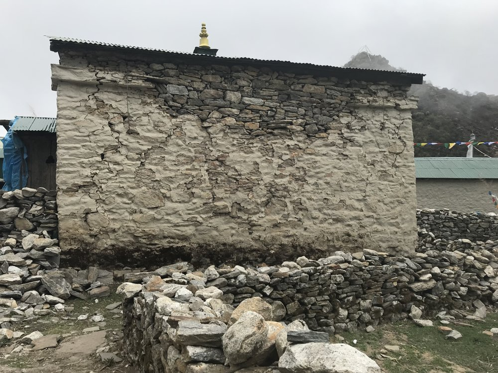 Gompa: Cracked rear wall