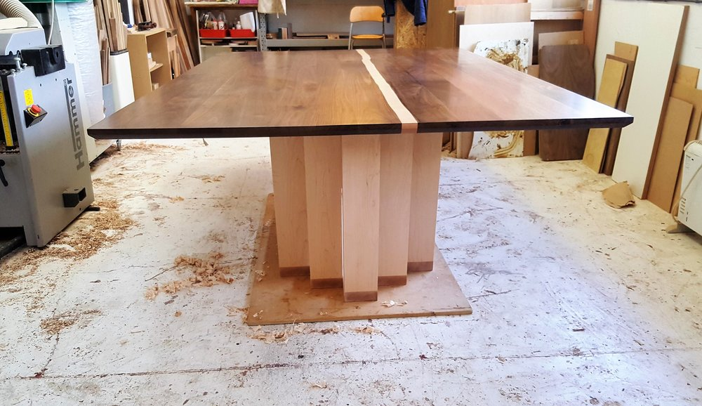 Heliconia_Furniturte_WalnutMaple_DiningTable_Assembly (2).jpg