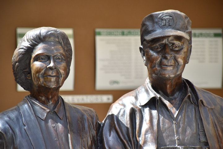Harvey and Bernice Jones Statue, Center for Nonprofits at St. Mary's, rogers, arkansas, springdale, fayetteville, nwark, northwest arkansas, CFN