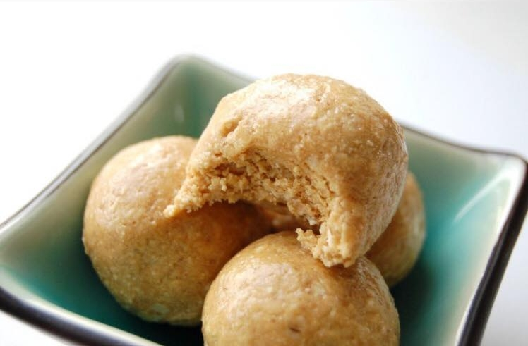 peanut butter protein balls.jpg