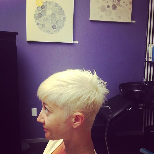 Short blonde pixie cut/color by jenwa #ruskbeta #ruskdeepshine #ruskdeepshinewhite #jenwas #jenwashairstudio #shortblondehair #blondepixie